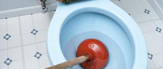 Toilet met ontstopper
